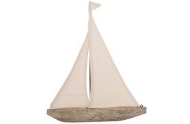 Geschnitztes Segelboot